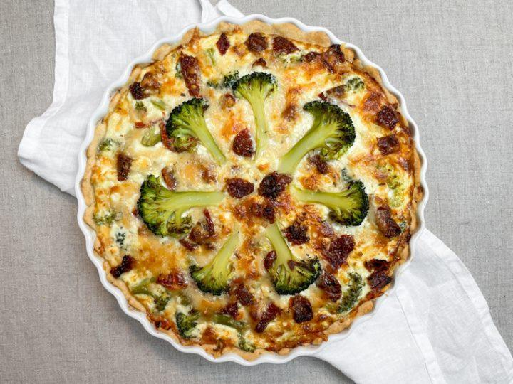 Broccolipaj med Soltorkade tomater